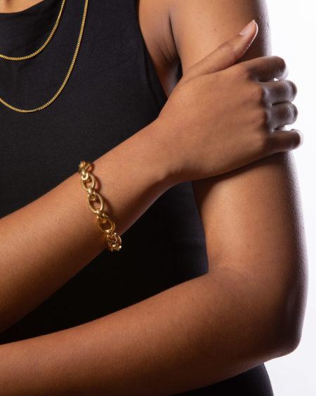 Medium Gold Interlock Linked Bracelet